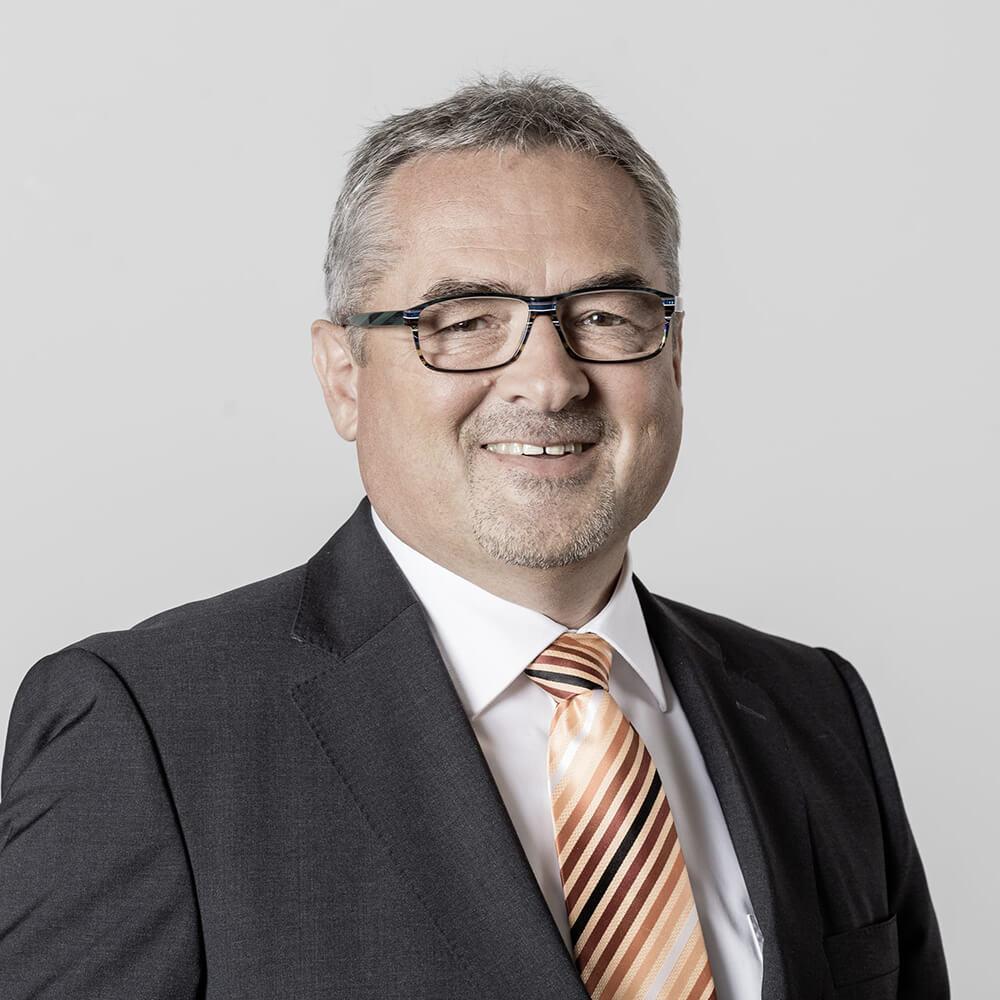 Dr. Roland Fischer
